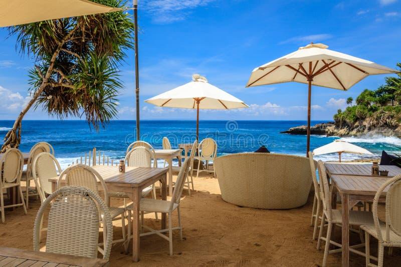 Download Кафе пляжа, Nusa Lembongan, Индонезия Стоковое Изображение - изображение насчитывающей релаксация, отдых: 81814413