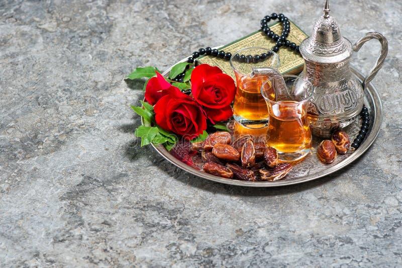 Кафе с чаепитием: цветы стоковая фотография rf