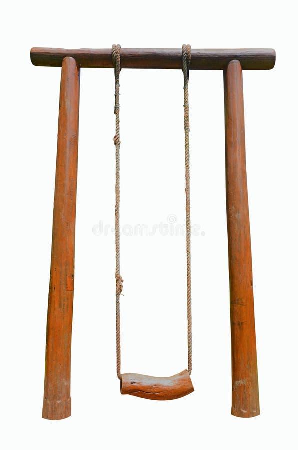Качание веревочки с деревянным местом на поляках heartwood стоковое фото
