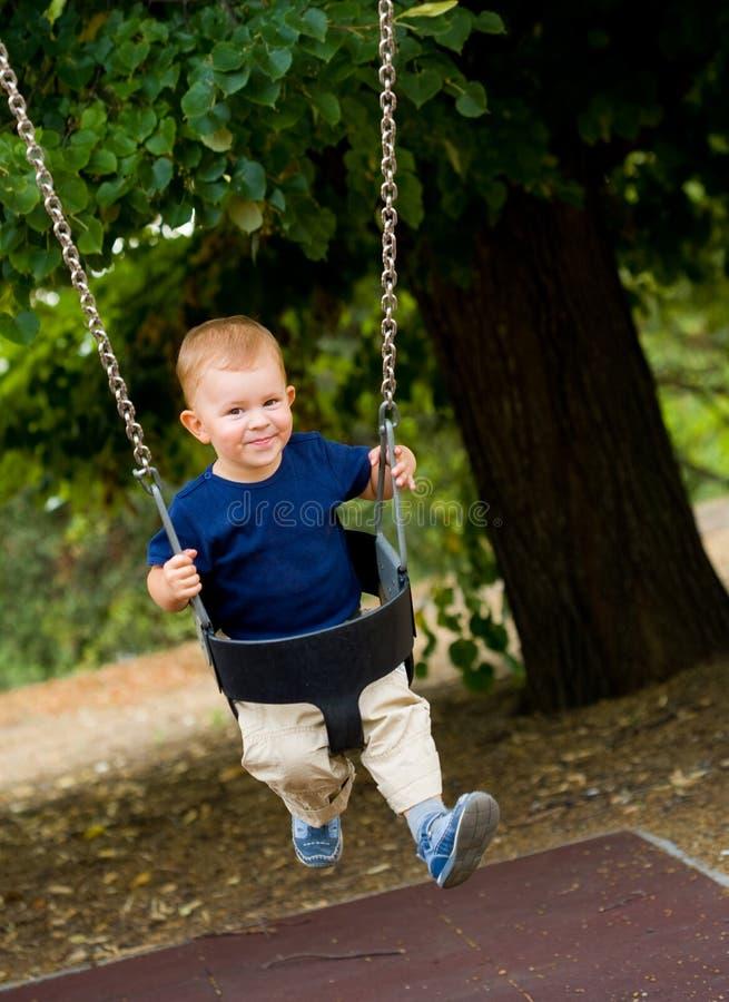 качания ребёнка стоковая фотография