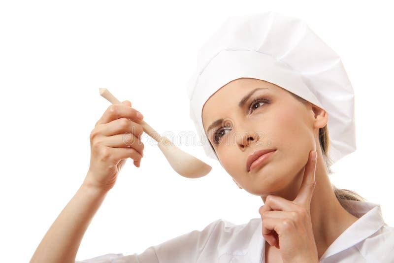 Кашевар женщины есть при ложка, изолированная на белизне стоковое фото