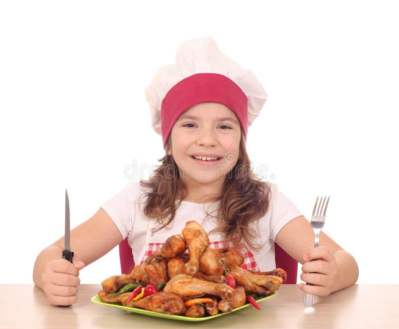 Кашевар маленькой девочки готовый для обеда стоковое фото rf