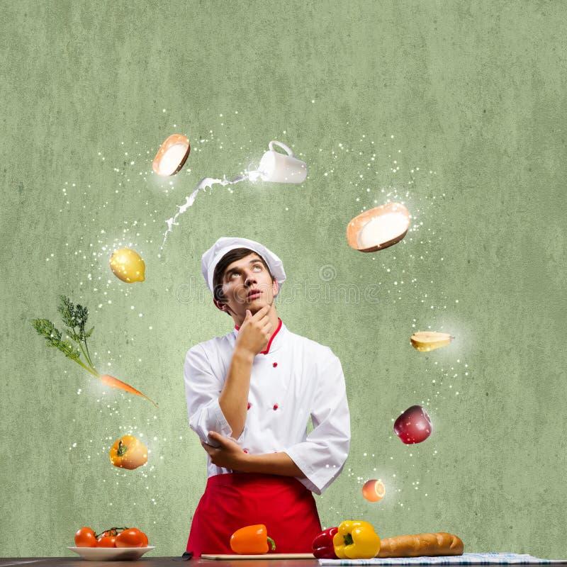 Download Кашевар на кухне стоковое изображение. изображение насчитывающей жизнь - 41650355