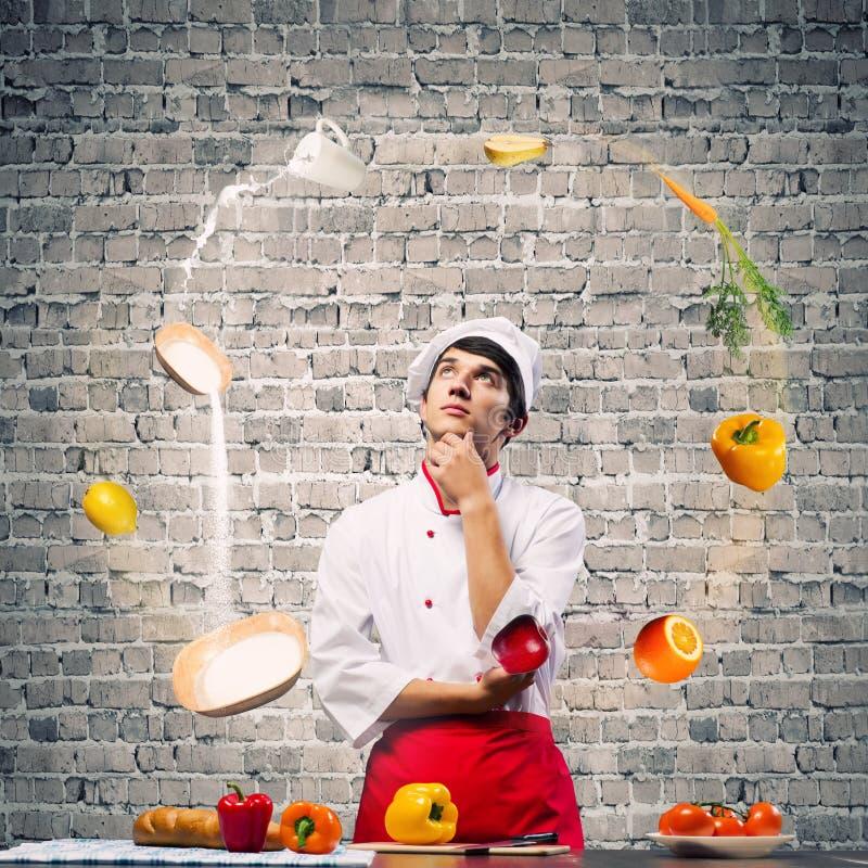Download Кашевар на кухне стоковое фото. изображение насчитывающей кулинарно - 41650866