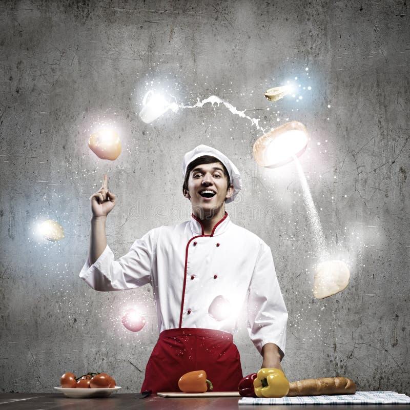 Download Кашевар на кухне стоковое изображение. изображение насчитывающей шлем - 41651373