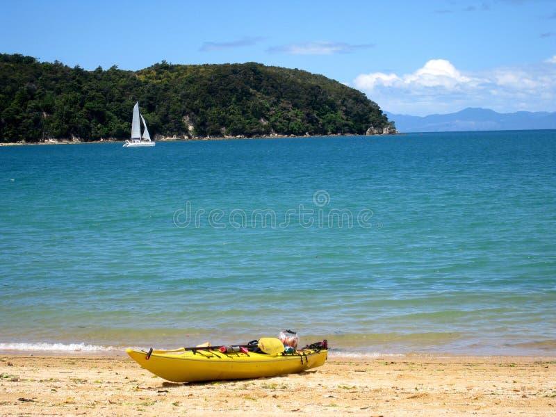 Каяк на пляже стоковое фото rf