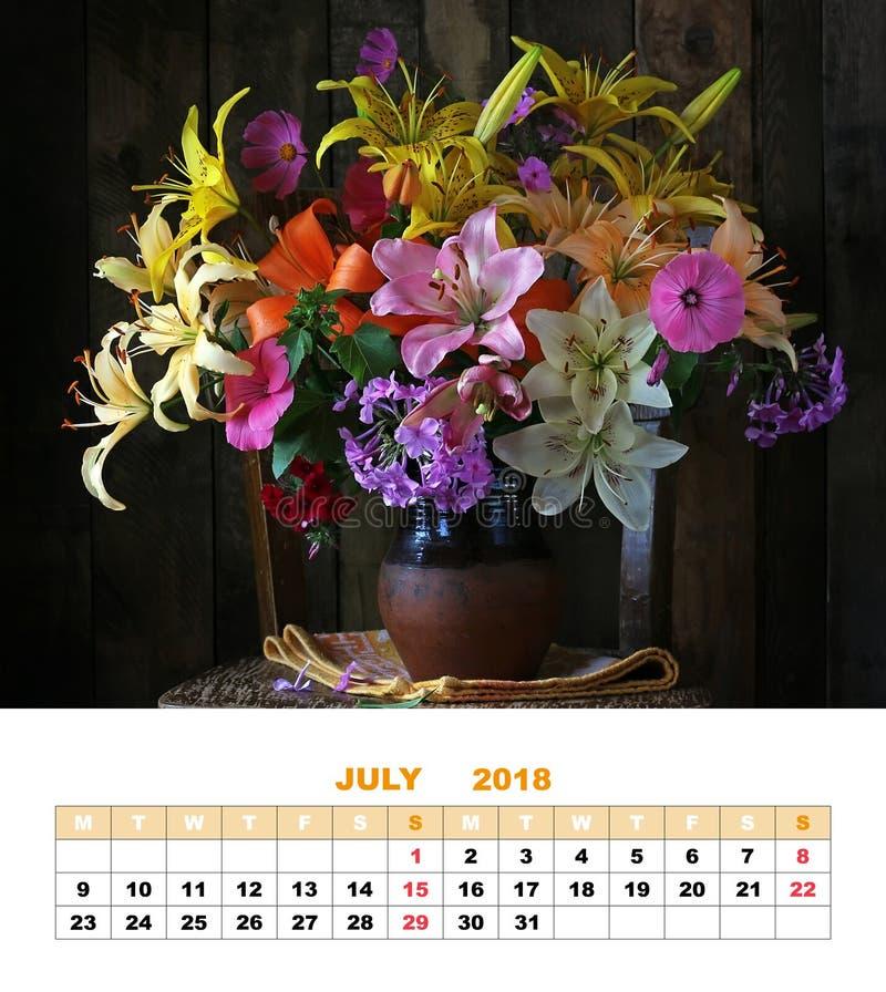 Календарь июль 2018 страницы дизайна лилии жизни все еще стоковая фотография rf