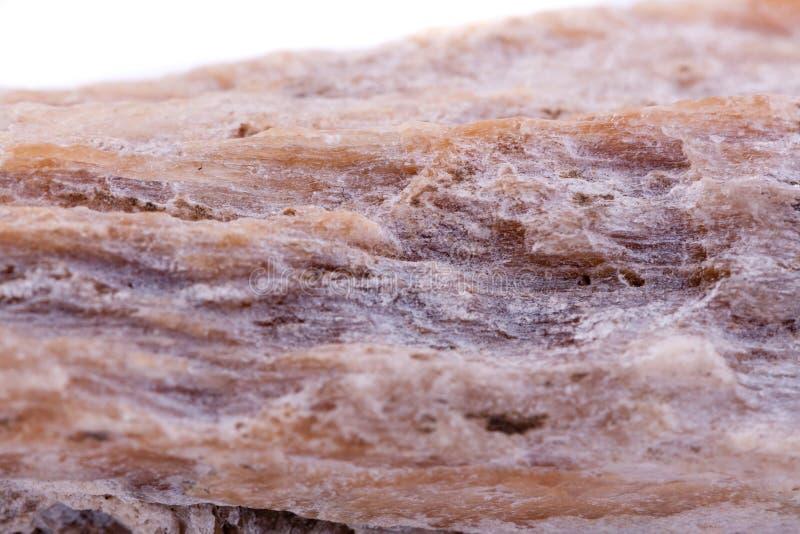 Кальцит макроса минеральный каменный на белой предпосылке стоковые фото