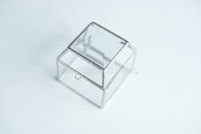 Квадратная стеклянная прозрачная подарочная коробка стоковые фотографии rf