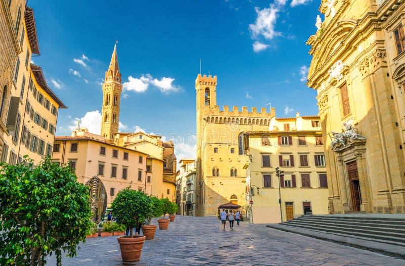 Квадрат Аркады di Сан Firenze с Chiesa Сан Филиппо Neri, католической церковью Badia Fiorentina Monastero во Флоренс стоковая фотография rf