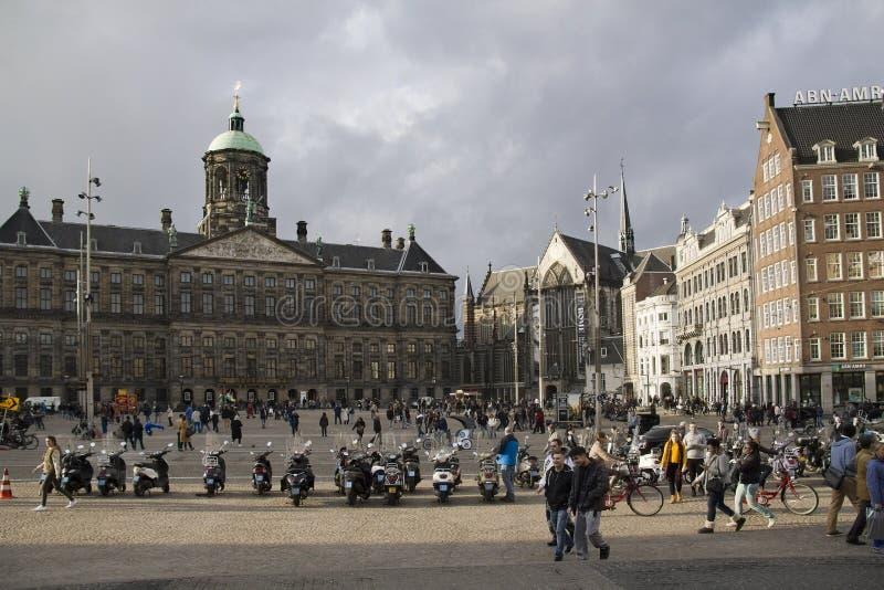 Квадрат в Амстердам, Голландия запруды стоковые фото