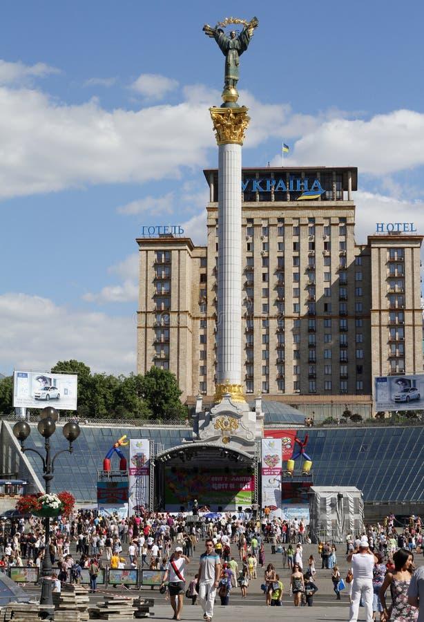 квадрат памятника kiev независимости стоковые фотографии rf