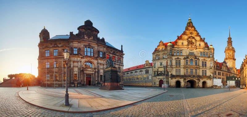 Квадрат панорамы Дрездена, Hofkirche, Германия стоковая фотография