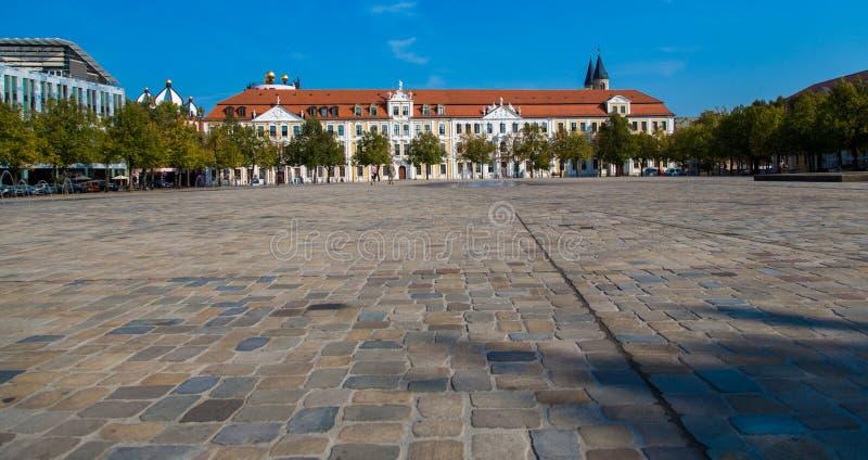 Квадрат собора и LAndtag sachsen-Anhalt стоковое изображение rf