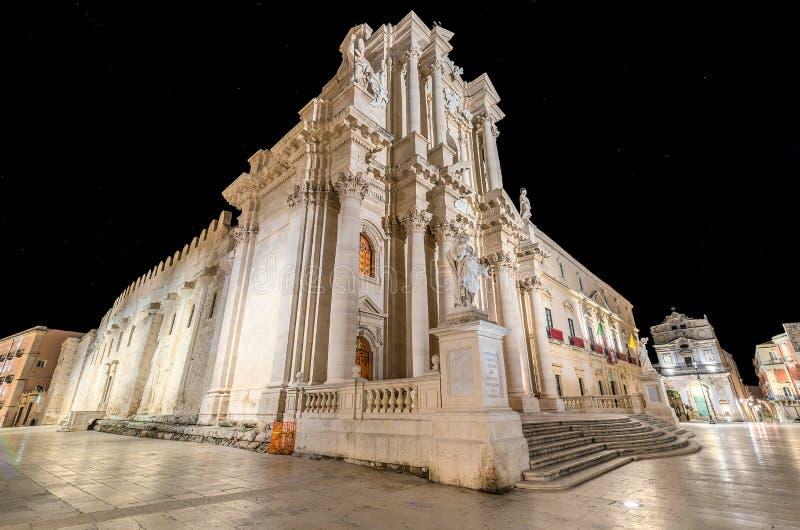 Квадрат собора Сиракузы Сицилии в ночи рождества стоковая фотография
