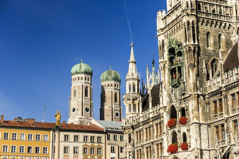 Квадрат Marienkirche и Townhall в Мюнхене, Германии стоковые фото