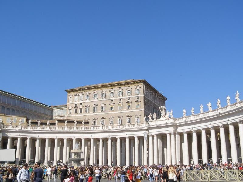 Квадрат St Peter (аркада Сан Pietro) в Риме стоковое фото