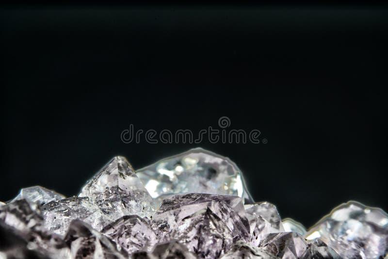 Кварц также вызвал глубокий кварц сфотографированный в студии перед черной предпосылкой в режиме Marco стоковое изображение