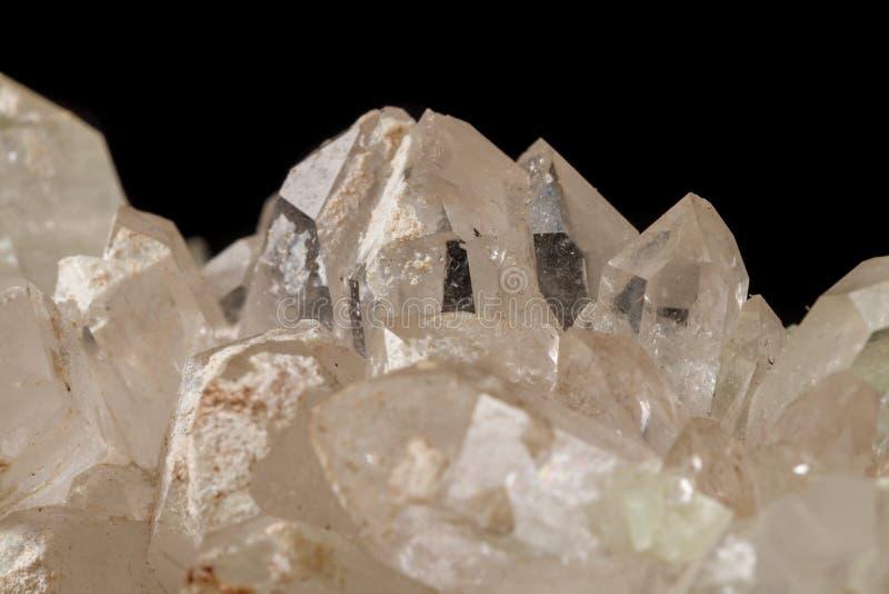 Кварц Prehnite камня макроса минеральный на черной предпосылке стоковое изображение