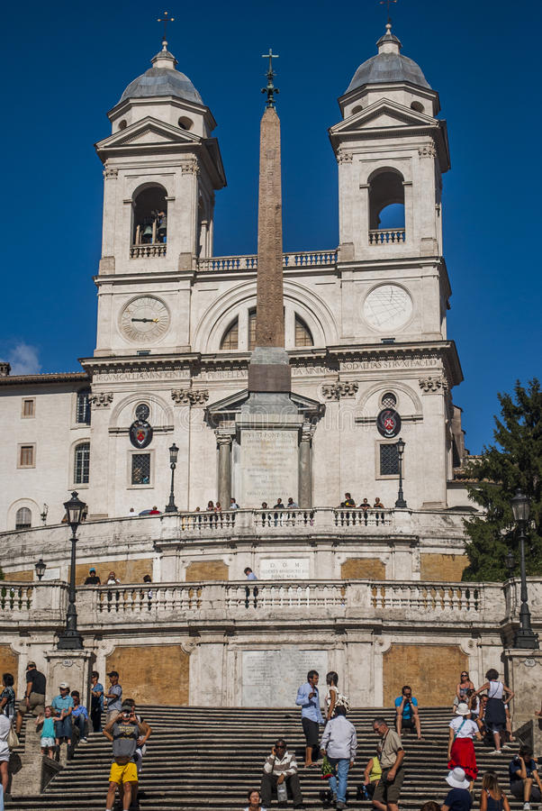 Квадрат Аркада di Spagna, della Barcaccia Фонтаны фонтана в Риме стоковая фотография