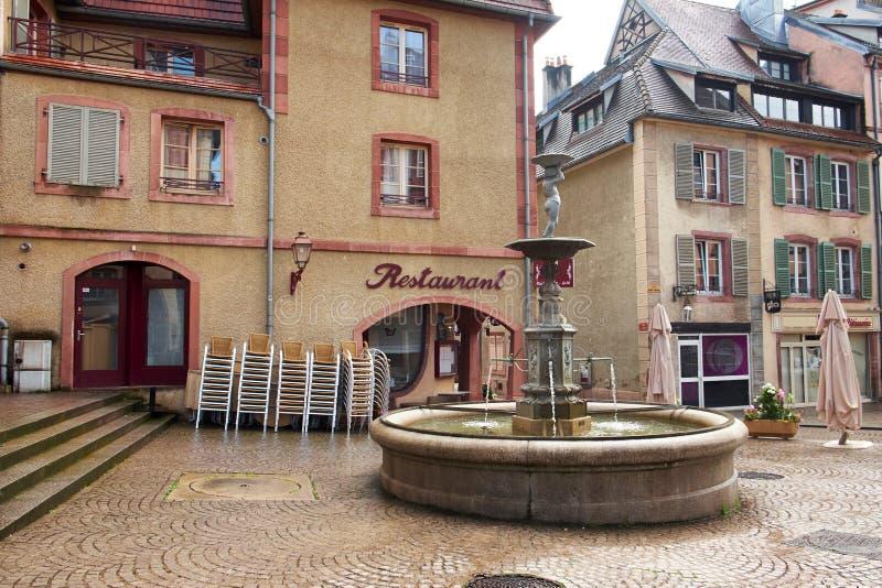 Квадрат с фонтаном стоковая фотография