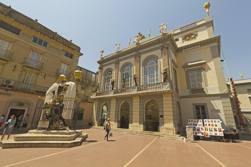 Квадрат торжественного и Dali, Фигерас, Испания стоковые фото