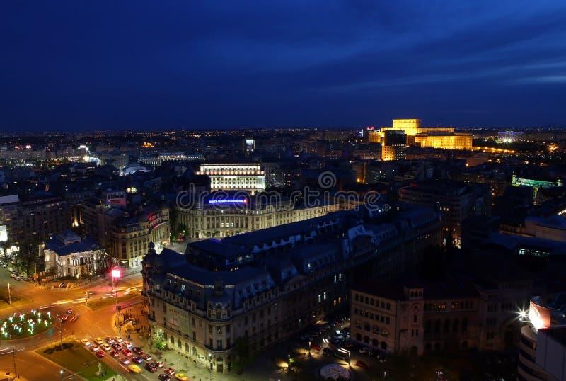 Квадрат университета и дворец парламента в Бухаресте стоковое фото