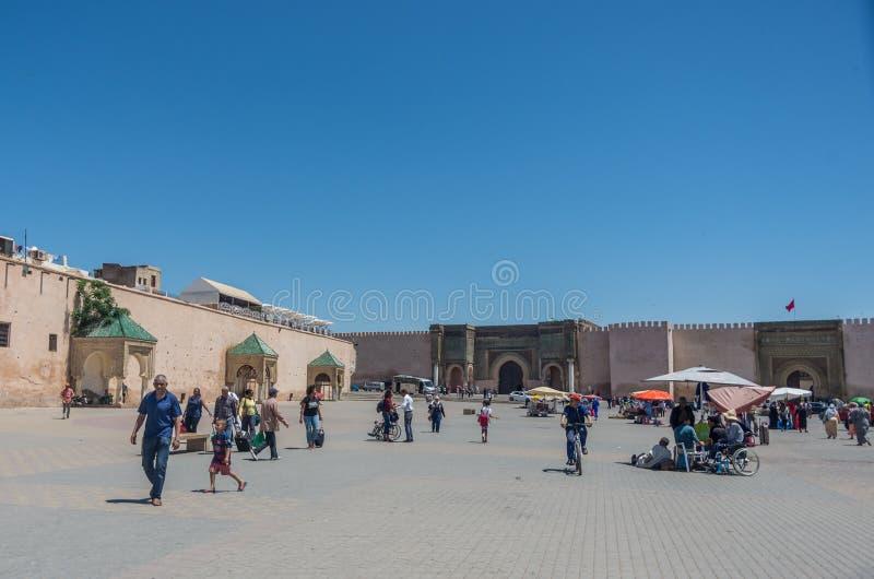 Квадрат Lahdim средневекового имперского города Meknes с Bab el m стоковые изображения rf