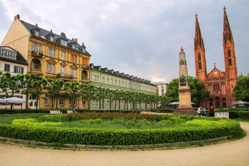 Квадрат Luisenplatz с церковью St Bonifatius и жилым бушелем стоковые фото