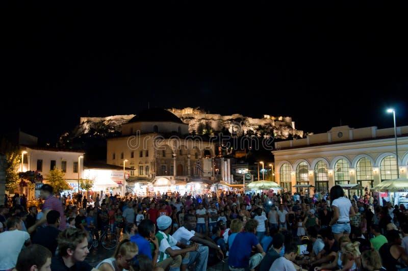 Квадрат Monastiraki на ноче 4-ого августа 2013 в Афинах, Греции. стоковое изображение