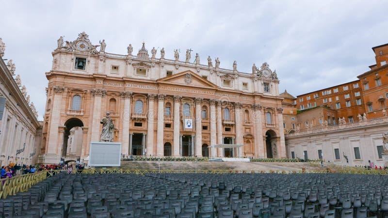 Download Квадрат St Peters в Риме с взглядом над базиликой St Peters Редакционное Стоковое Изображение - изображение насчитывающей sightseeing, движение: 81807349