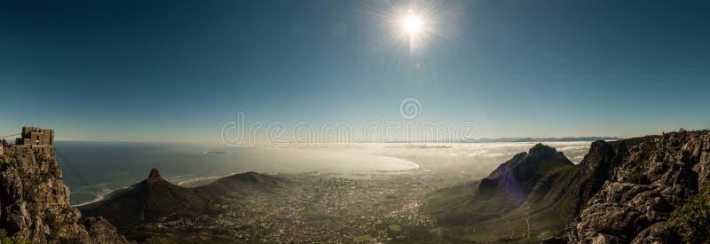 Кейптаун, Южная Африка & x28; взгляд от mountain& x29 таблицы; стоковая фотография