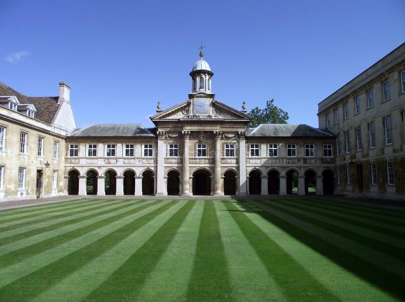 Кембридж: Историческое здание в университете стоковая фотография