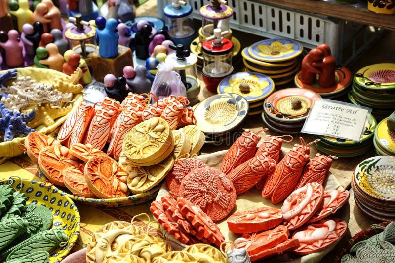 Керамика, который подвергли действию для продажи на Cours Saleya стоковые фотографии rf