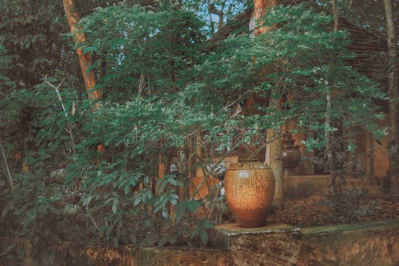 Керамическая гончарня в парке стоковое изображение