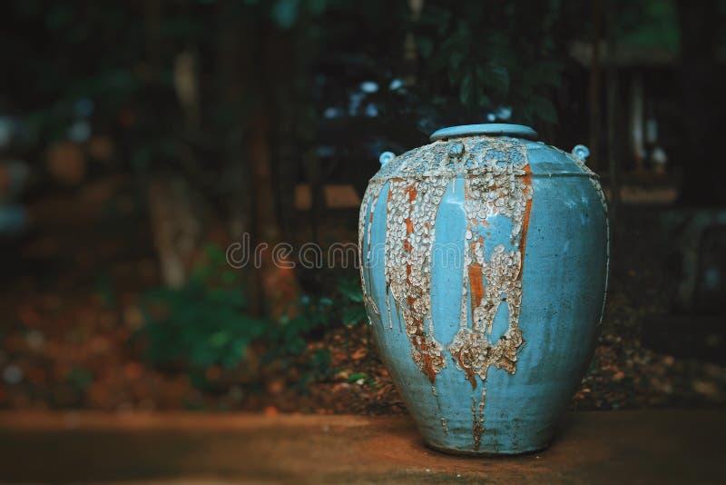 Керамическая гончарня в парке стоковое изображение rf