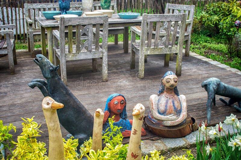 Керамические куклы и гончарня стоковое фото rf