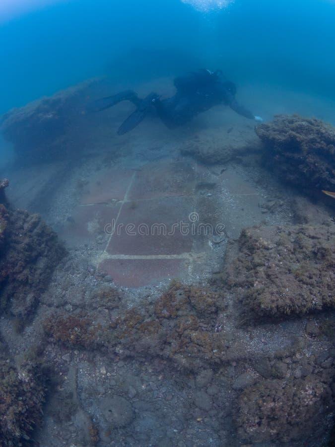 Керамические плитки пола в императоре Claudio's Ninfeum подводный, стоковое фото