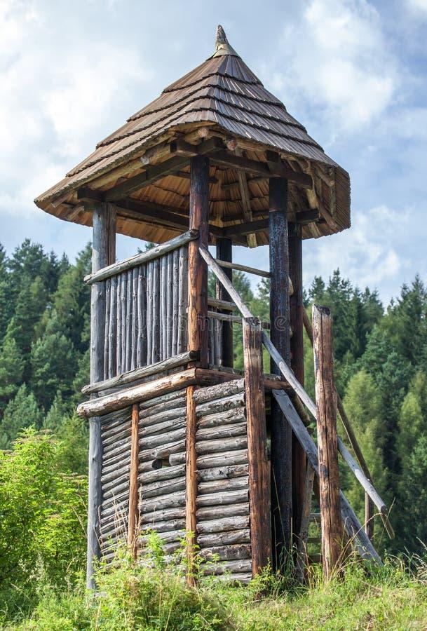 Кельтская сторожевая башня на Havranok - Словакии стоковое изображение rf
