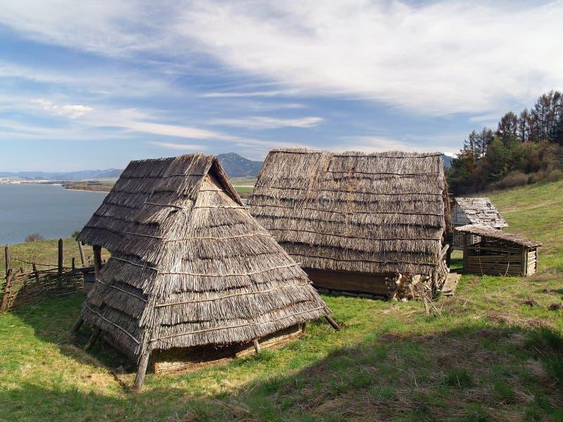 Кельтские дома, Havranok Skansen, Словакия стоковое фото rf