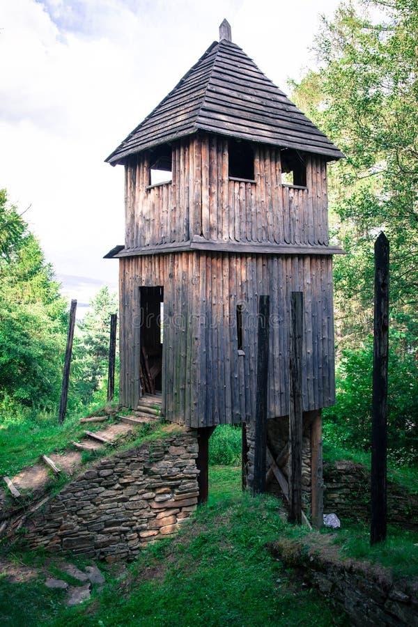 Кельтское ворот на Havranok - Словакии стоковые фото