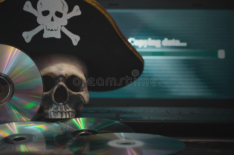 КИБЕРНЕТИЧЕСКОЕ ПРЕСТУПЛЕНИЕ Предпосылка пиратства компьютера стоковые изображения rf