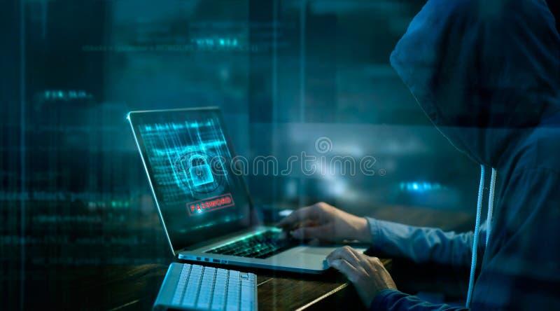 Кибер атака или преступление в компьютерной сфере рубя пароль стоковое фото rf