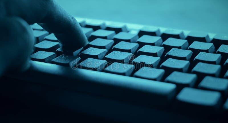 Кибер атака хакера POV стоковое фото