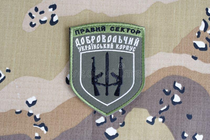 КИЕВ, УКРАИНА - 8-ое июля 2015 Шеврон украинца вызывается добровольцем корпус стоковые фото