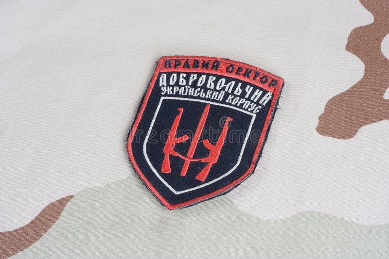 КИЕВ, УКРАИНА - 8-ое июля 2015 Шеврон украинца вызывается добровольцем корпус стоковое изображение rf