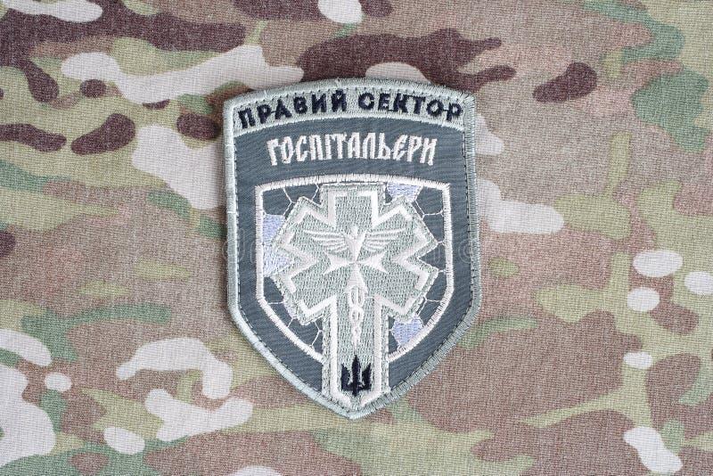 КИЕВ, УКРАИНА - 8-ое июля 2015 Шеврон украинца вызывается добровольцем корпус стоковое фото rf