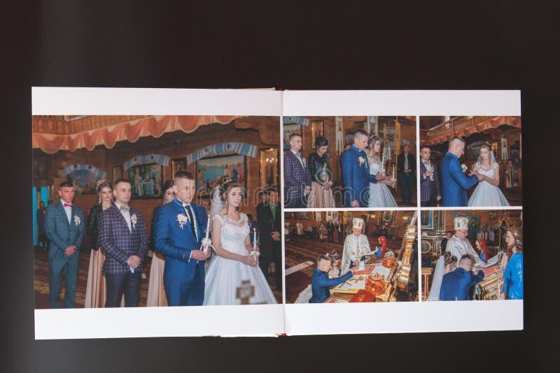 Киев, Украина 15-ое мая 2019 вызывает photobook свадьбы или альбома свадьбы на черной предпосылке стоковая фотография