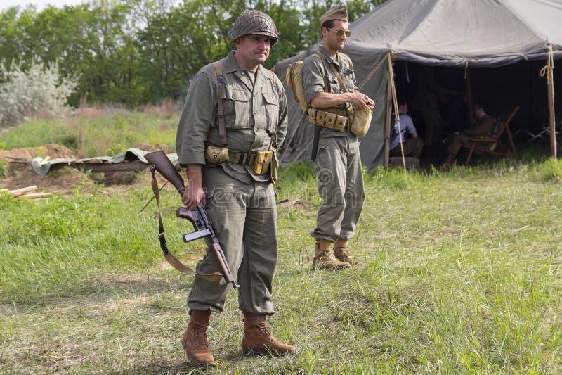 Киев, Украина - 9-ое мая 2018: Укомплектовывает личным составом в форме солдата американской армии Второй Мировой Войны стоковое фото rf