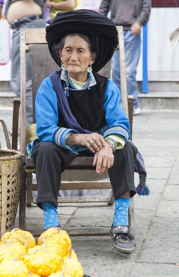 киец bai одевает традиционную женщину стоковые изображения rf